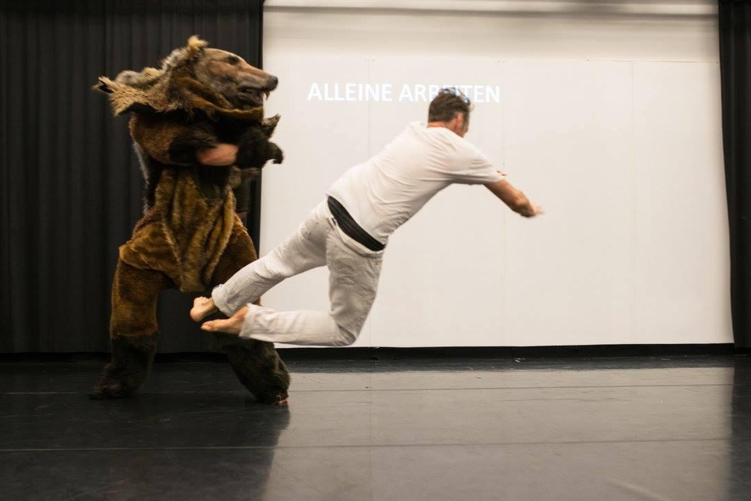 """Grayson Millwood und Gavin Webber in """"Collaboration"""", Tanzspielzeit Podewil 2016 (Foto: René Löffler)"""
