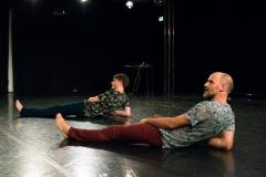 """Felix Marchand und Martin Nachbar in """"Männer tanzen"""",  Tanzspielzeit Podewil 2016 (Foto: René Löffler)"""