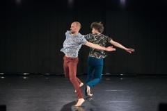 """Martin Nachbar und Felix Marchand in """"Männer tanzen"""", Tanzspielzeit Podewil 2016 (Foto: René Löffler)"""